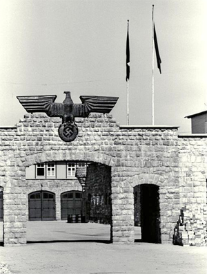 Konzentrationslager Mauthausen Main Gate (77,182 bytes)