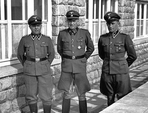 Kommandant Franz Ziereis with SS staff at KL Mauthausen (211,246 bytes)