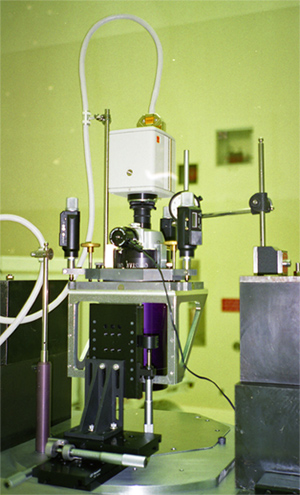 QM-1 at CCAFS Hangar with WFPC2 frame Oct. 1993 (89,209 bytes)