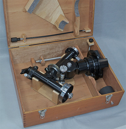Unitron 4 inch telescope German Mount Head in its wood case (78,006 bytes)