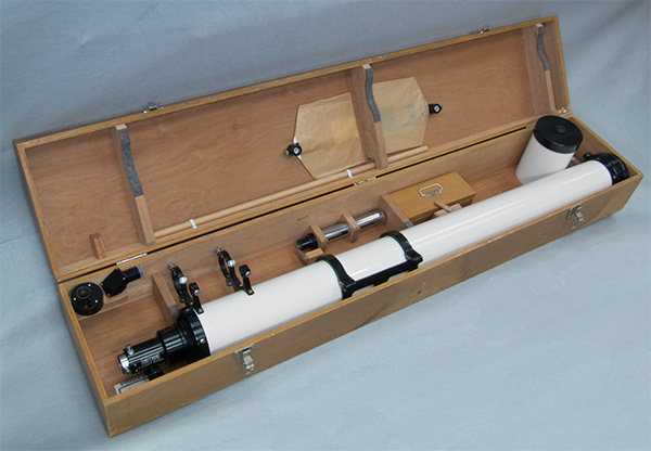 Unitron 4 inch refractor telescope optical tube in its case (99,350 bytes)
