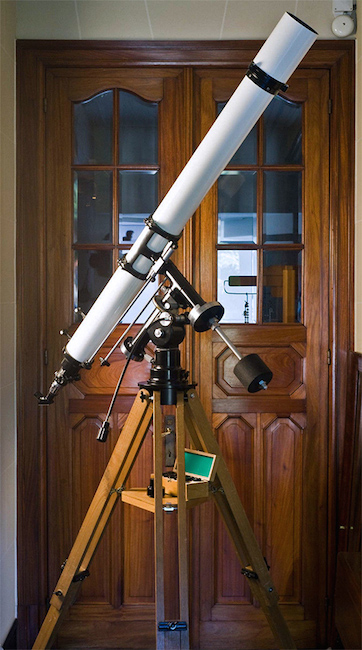Unitron 4 inch Equatorial telescope east side view (53,541 bytes)