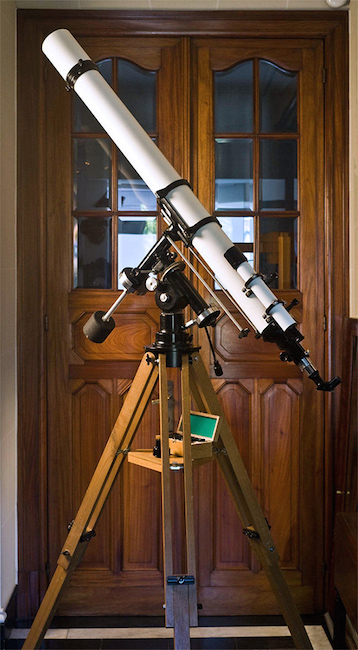 Unitron 4 inch Equatorial telescope west side view (53,541 bytes)
