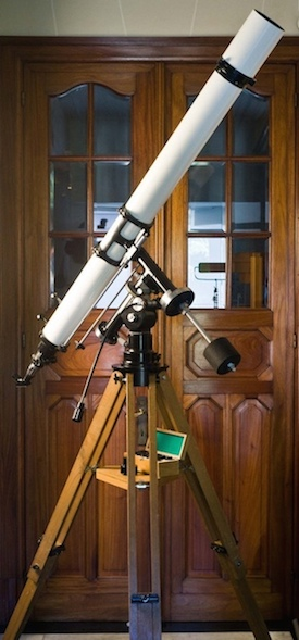 Unitron Model 152 4 inch telescope with mount as acquired for exhibit at Company Seven (74,795 bytes)