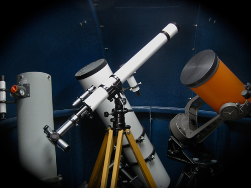Unitron 2.4 inch telescope, Model 114 displayed at Company Seven (87,379 bytes)