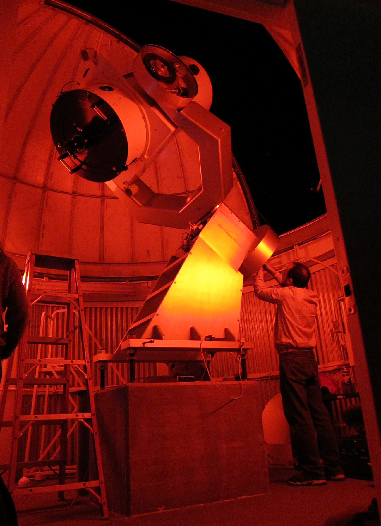 the MCCMO astronomical telescope 28 Oct 2010 (1,062,475 bytes)