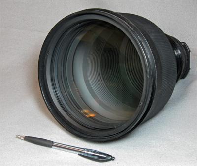 Nikkor 300mm F/2 ED IF lens at Company Seven front view (81,921 bytes)